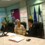 Ph:DR-:Mme Cathérine Bonnaud, Directrice de l'AFD offre un document sur la croissance verte au DG/SGB.