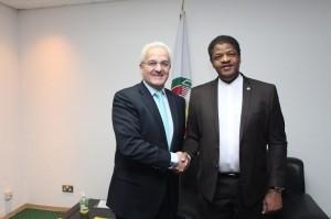 Ph: DR-: De g. à dr le secrétaire d'Etat espagnol, Ildefonso Castro, et Marcel de Souza
