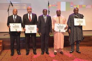 Ph: DR-: Le commissaire  de la Commission de la Cedeao chargé de la Promotion du secteur privé, Kalilou Traoré, entouré de certains lauréats