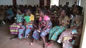 Les femmes de Ouidah très attentives à la séance de sensibilisation