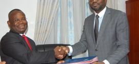 Passation de charges au Ministère de l'Energie, de l'Eau et des Mines : Dona Jean-Claude Houssou remet l'Eau et les Mines à Seidou Adambi