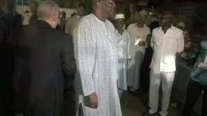 Ph: DR-: Rock Marc Christian Kaboré , président du Burkina Faso entouré des journalistes festivaliers du FILEP-2017