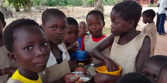 Lutte contre la malnutrition / Le Bénin innove à travers l'opération cantine scolaire : L'alimentation scolaire, un filet de sécurité, de développement et de réussite.