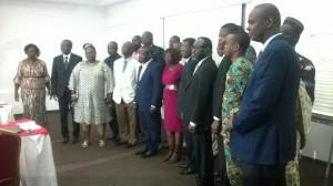 Le ministre Dona Jean-Claude Houssou entouré de ses collaborateurs du Ministère de l'Energie.