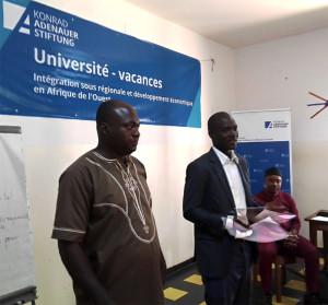 Ph: Lancement officiel des travaux de l'Université de Vacances par M. Théodore Golli, Chargé de Programmes KAS (à droite) de M. Mounirou Thacondoh, Coordonnateur national du Projet EWOH2.